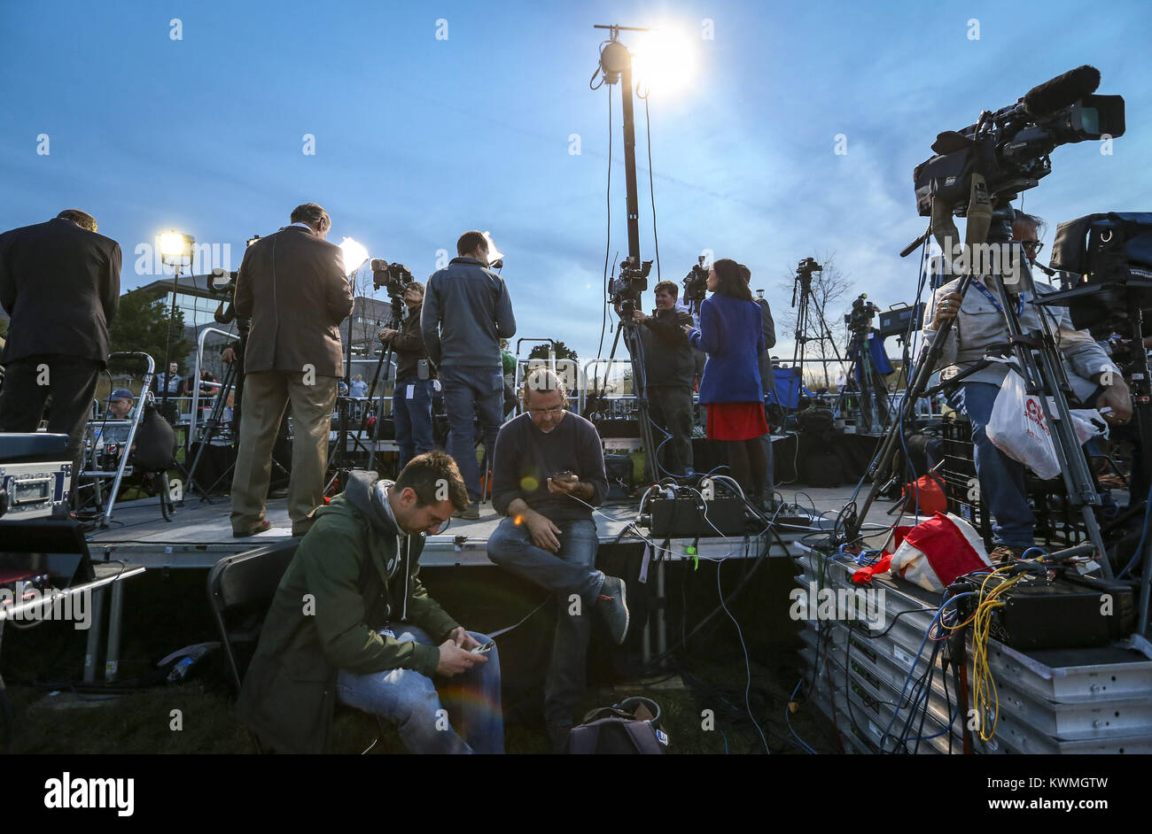 October 28, 2016 - Cedar Rapids, Iowa, U.S. - A media riser is seen full of reporters and cameras while awaiting - Stock Image
