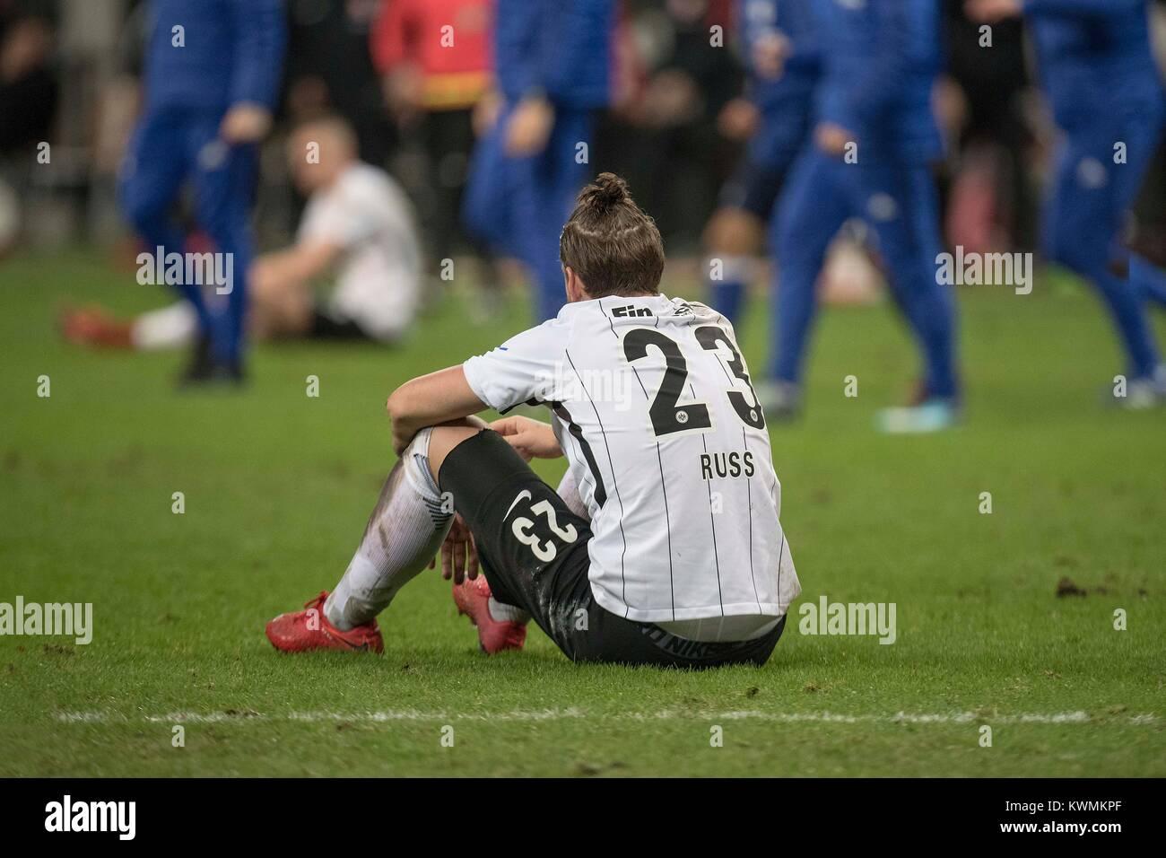 Marco RUSS (F) sitzt after Spielschluss disappointed auf dem pitch; Fussball 1. Bundesliga, Saison 2017/2018, 17. - Stock Image