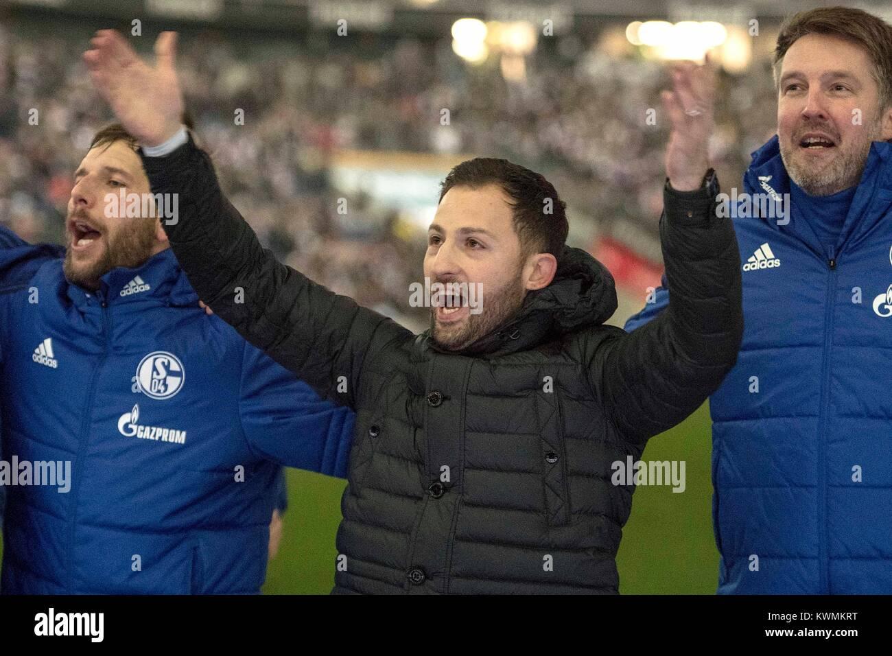 Frankfurt, Deutschland. 16th Dec, 2017. coach, Coach, Domenico TEDESCO (GE, Mi.) gives after Spielschluss beim jubilationn - Stock Image