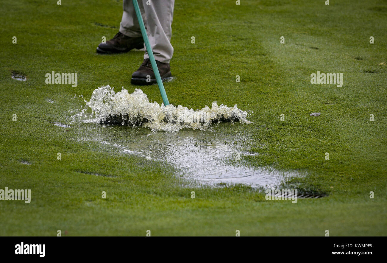 Davenport, Iowa, USA. 12th Aug, 2016. Agronomist Alec Cheek pushes water off the fairway on hole 17 at the John - Stock Image