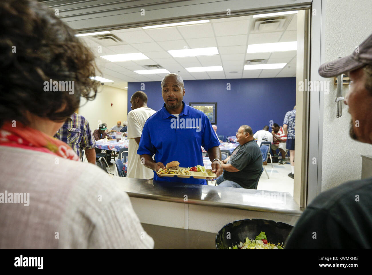 Davenport, Iowa, USA. 5th Aug, 2016. LeShawn Townsend walks down the food line to get his lunch in the cafeteria - Stock Image