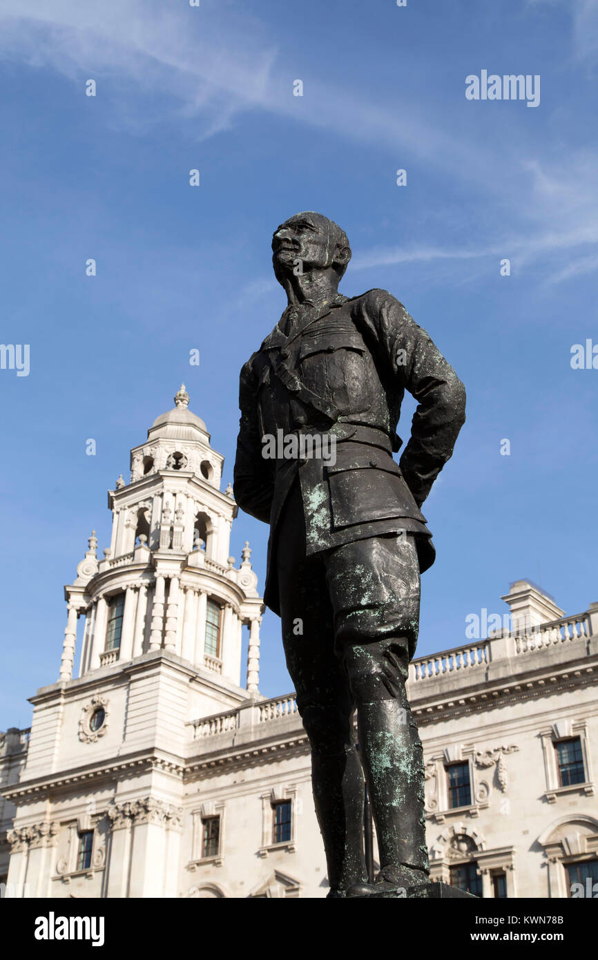 Statue of Jan Smuts at Parliament Square in London, England. Smuts (1870 - 1950) was Prime Minister of South Africa - Stock Image