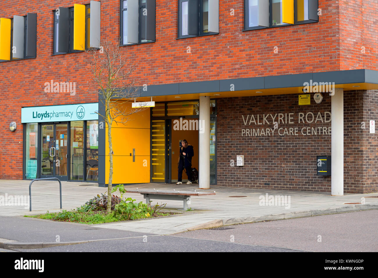 Valkyrie Road Primary Care Centre doctors surgery and Lloyds pharmacy chemist. Westcliff on Sea, Essex, UK. NHS - Stock Image