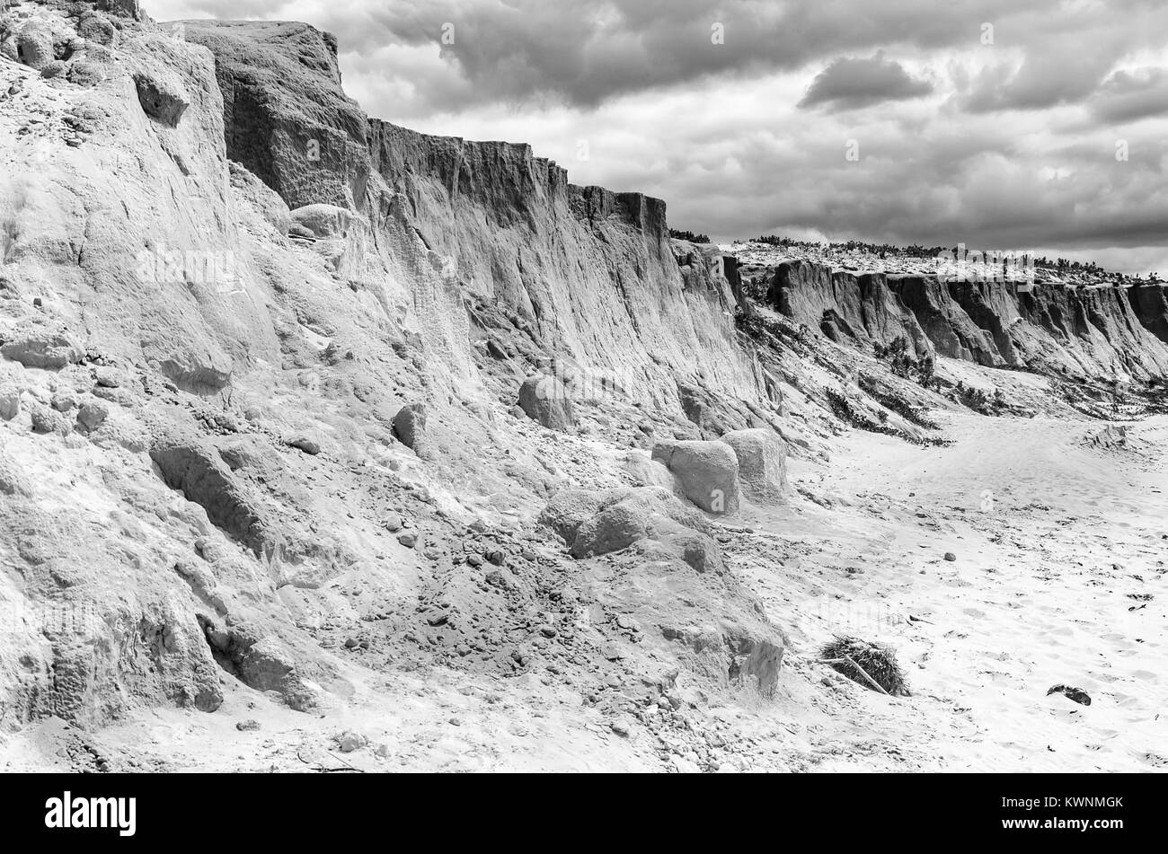 B&W photo of cliffs at the Canoa quebrada beach at the Ceara state in Brazil - Stock Image