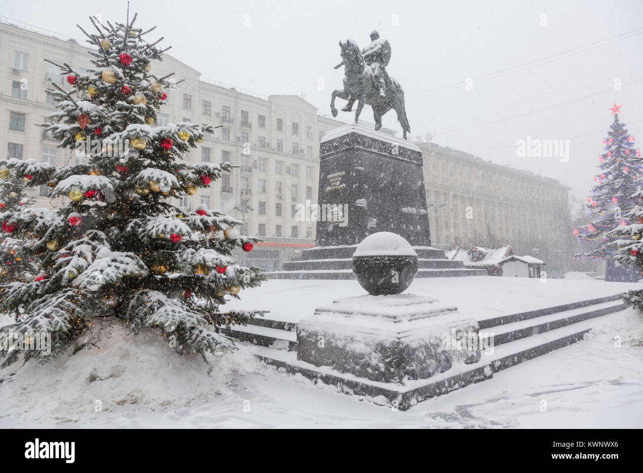 View of the monument to Yuri Dolgoruky on Tverskaya square during snowfall at Christmas time at the center of Moscow, - Stock Image