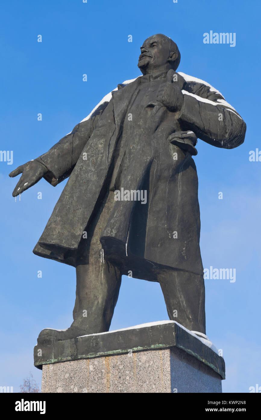 Velsk, Arkhangelsk region, Russia - November 6, 2016: Monument to Lenin on a background of the blue sky winter in - Stock Image