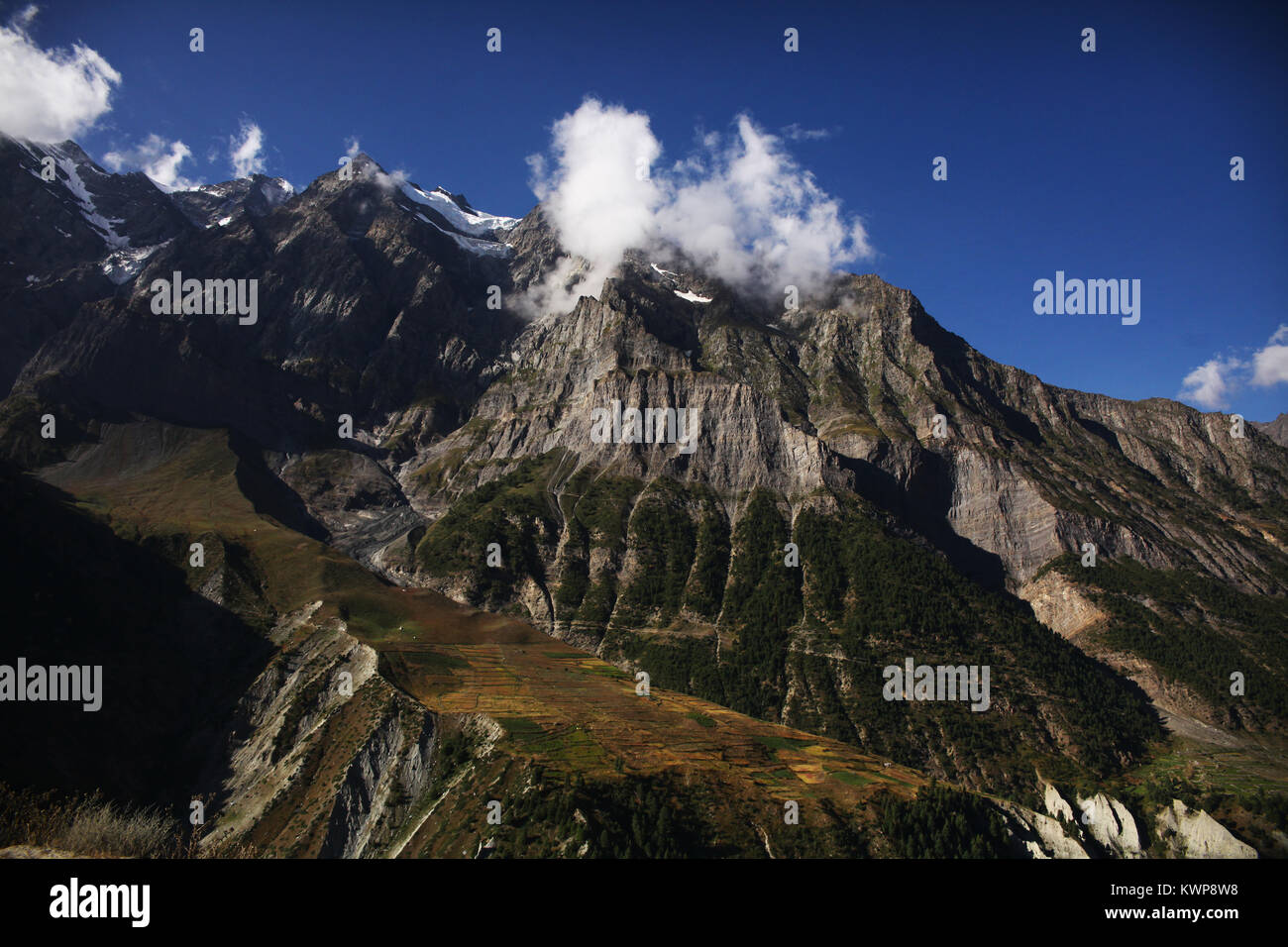 majestic landscape with rocky mountains and clouds in indian himalayas, keylong region - Stock Image