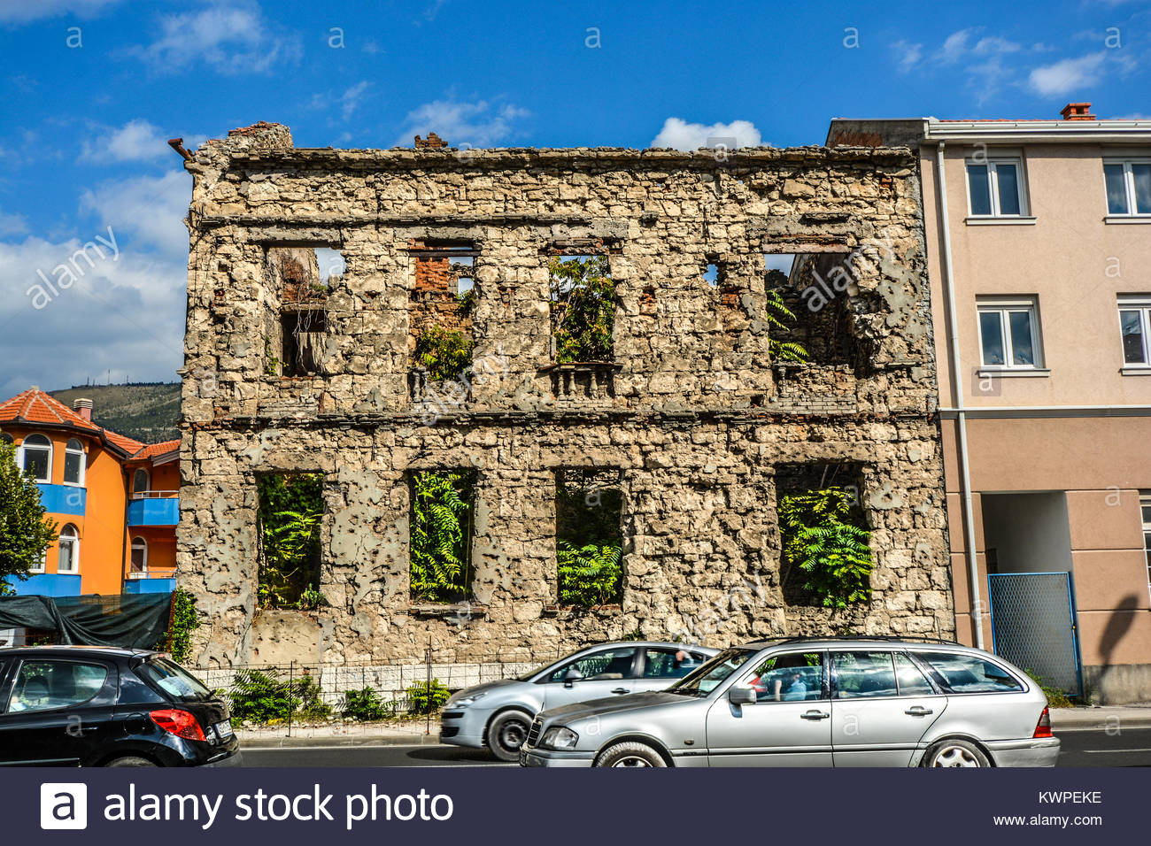 A building lies abandoned after being destroyed in the Balkans war in the town of Mostar, Bosnia and Herzegovina - Stock Image