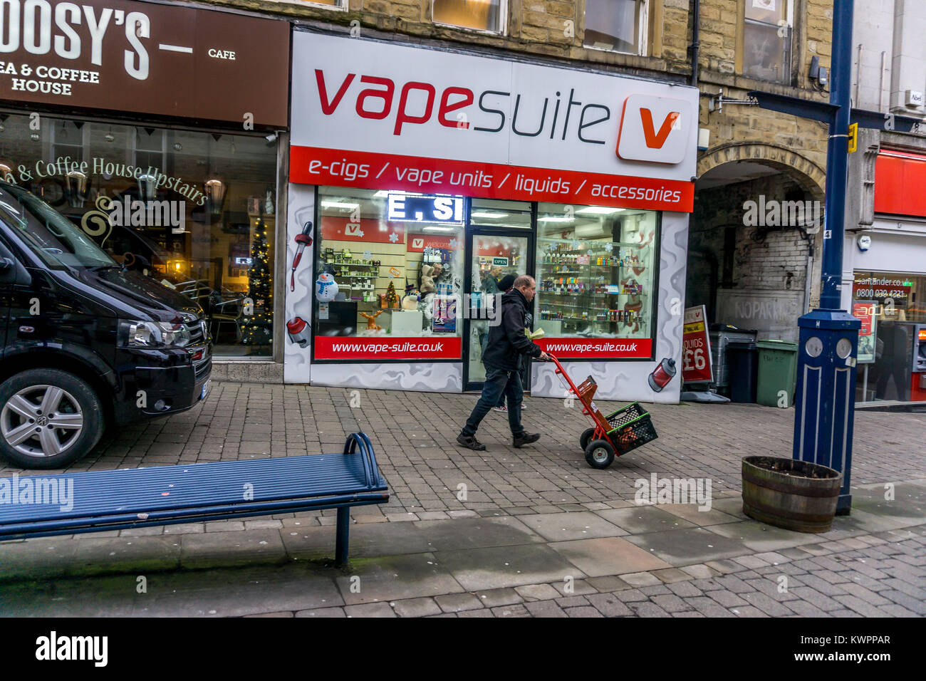 Delivery driver outside Vapesuite V , King Street, Huddersfield, West Yorkshire, England, UK - Stock Image