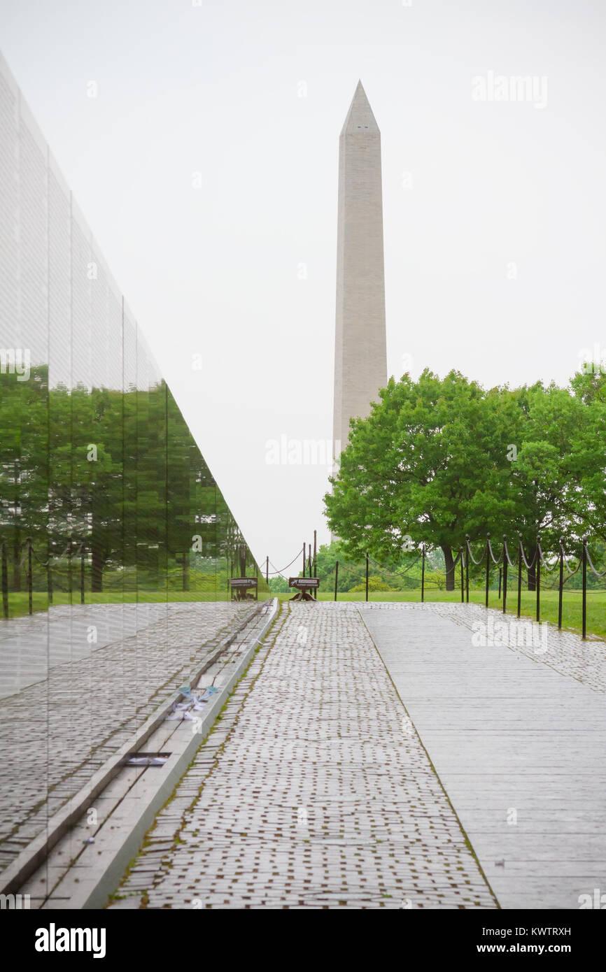 Amazing Vietnam Veterans Memorial, In Washington DC, Vietnam Memorial Wall, Designed  By Maya Lin, Dedicated In 1982