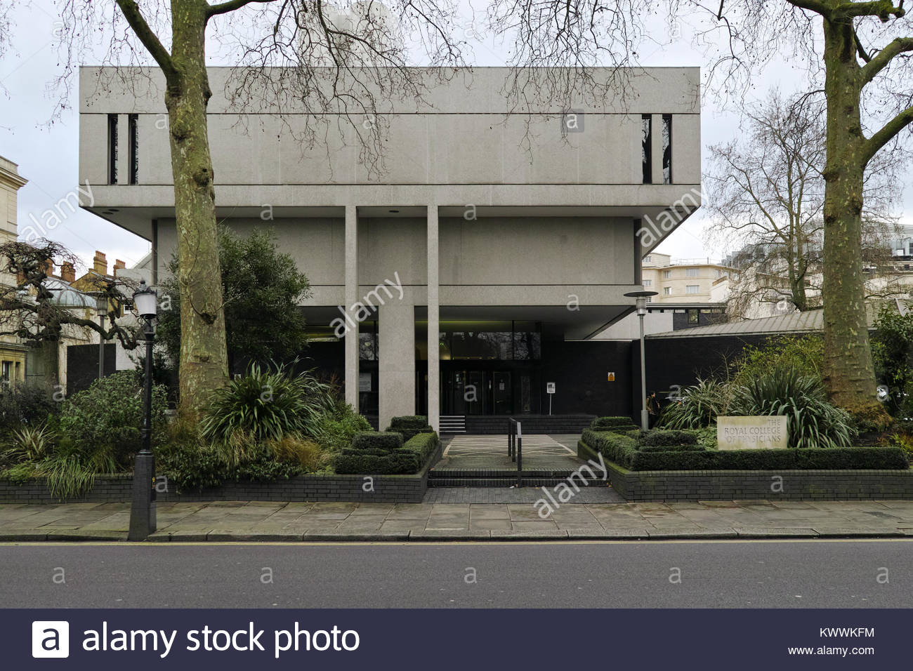 Royal College of Physicians building, by architect Sir Denis Lasdun: London. - Stock Image