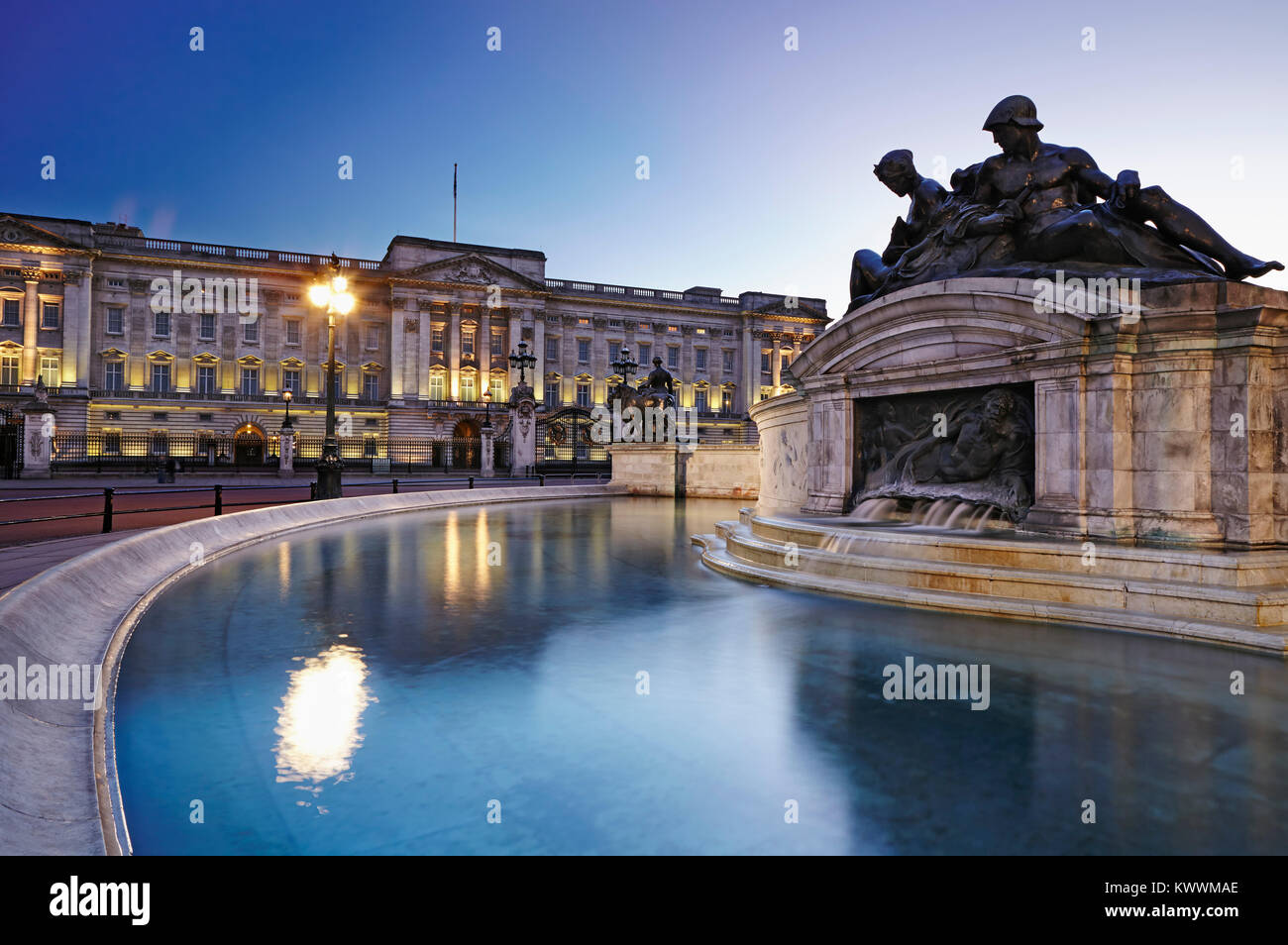 Queen Victoria Memorial,  Buckingham Palace, London, England - Stock Image