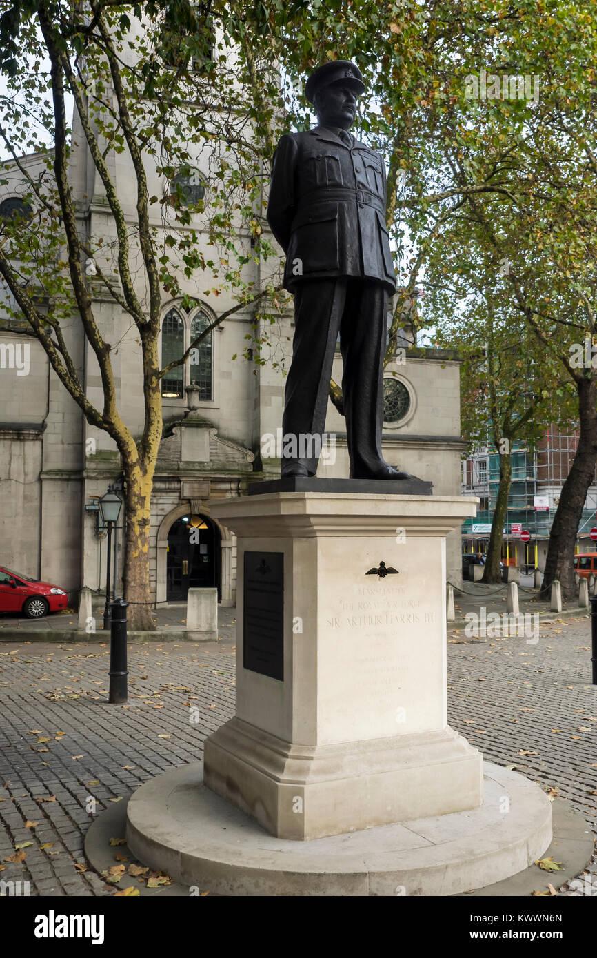 LONDON, UK:  Statue of Sir Arthur Harris outside St Clement Danes Church - Stock Image