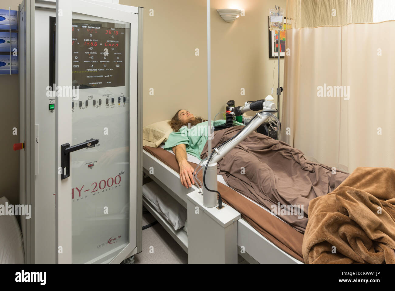 Cancer patient receiving Loco-Regional Hyperthermia treatment at the Integrated Health Clinic in Fort Langley, British - Stock Image