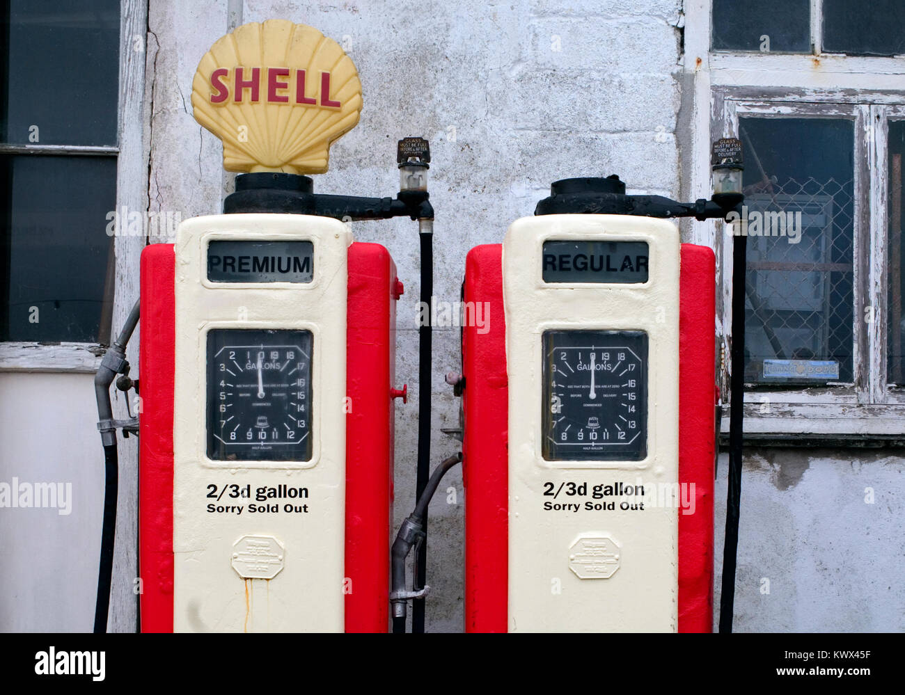 Old Shell Petrol Pumps Stock Photos & Old Shell Petrol Pumps