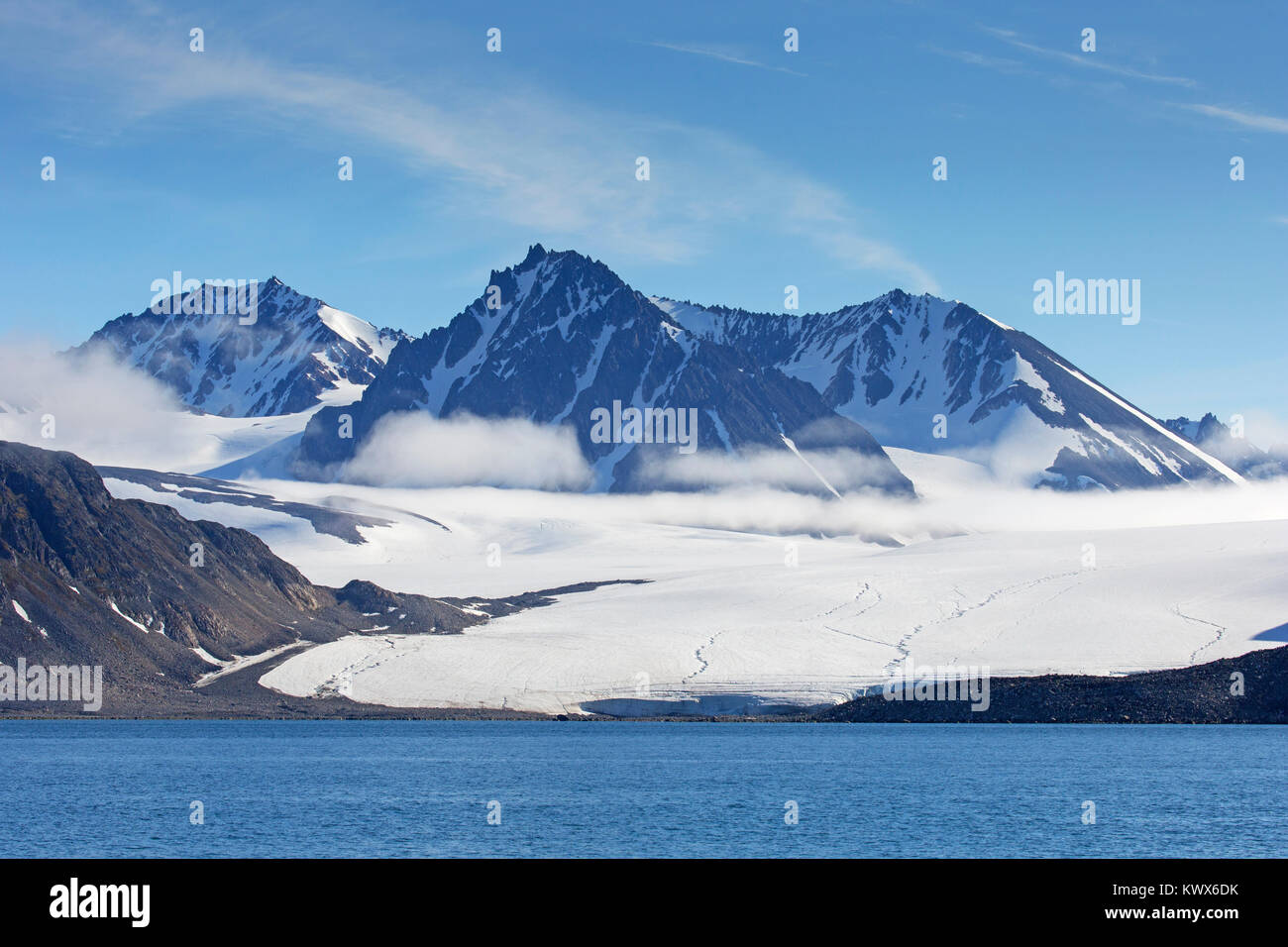 Waggonwaybreen / Waggonway Glacier debouches into Magdalenefjorden in Albert I Land at Spitsbergen / Svalbard, Norway - Stock Image