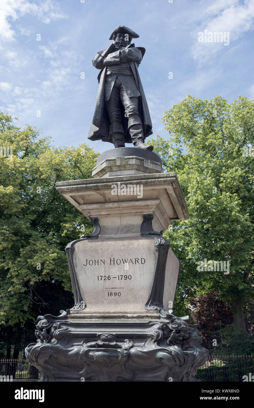 John Howard 1726-1790 (prison reformer) statue, St Paul's Square, Bedford, Bedfordshire, England, United Kingdom Stock Photo