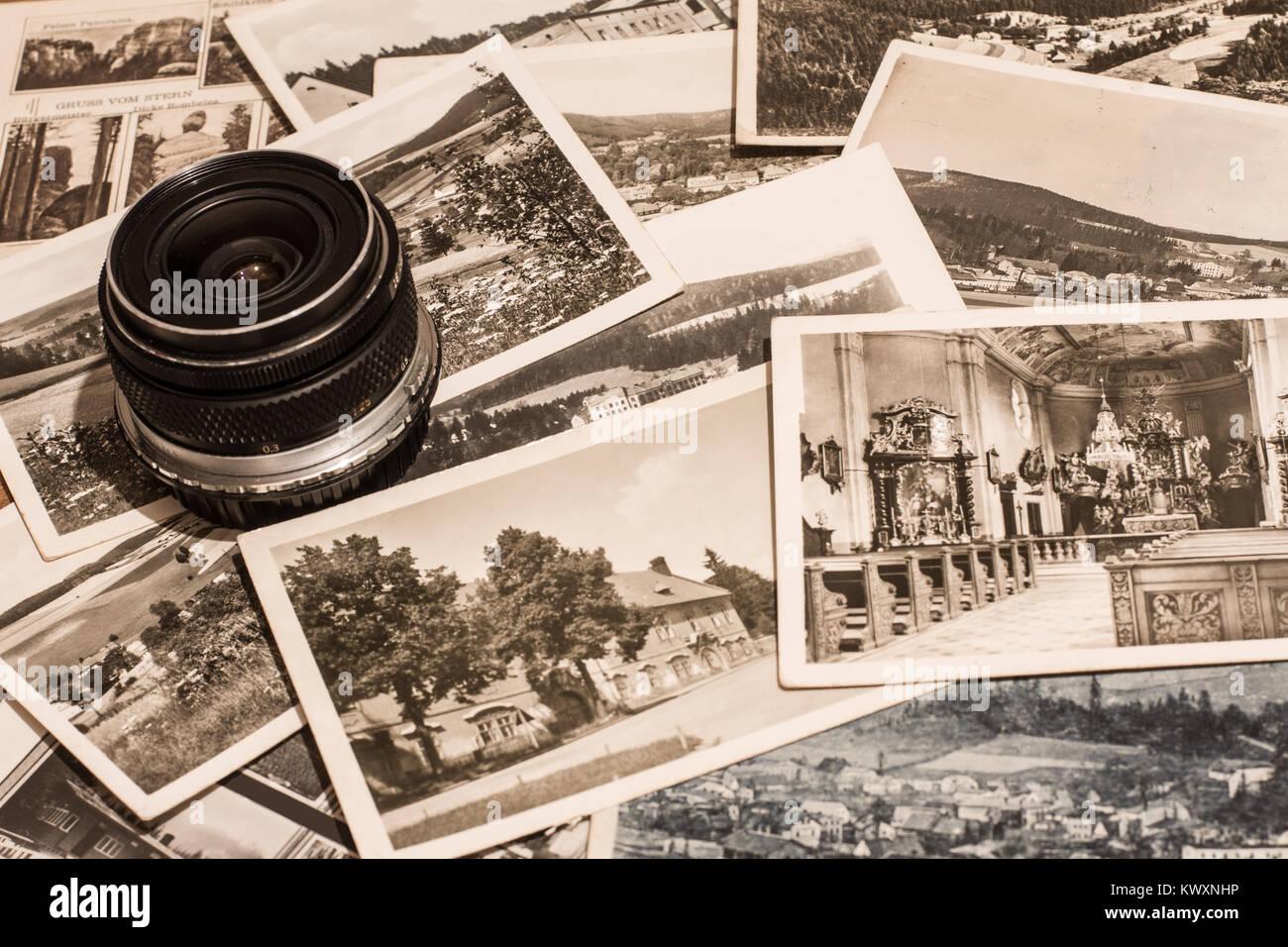 Vintage postcards and old camera lens - Stock Image