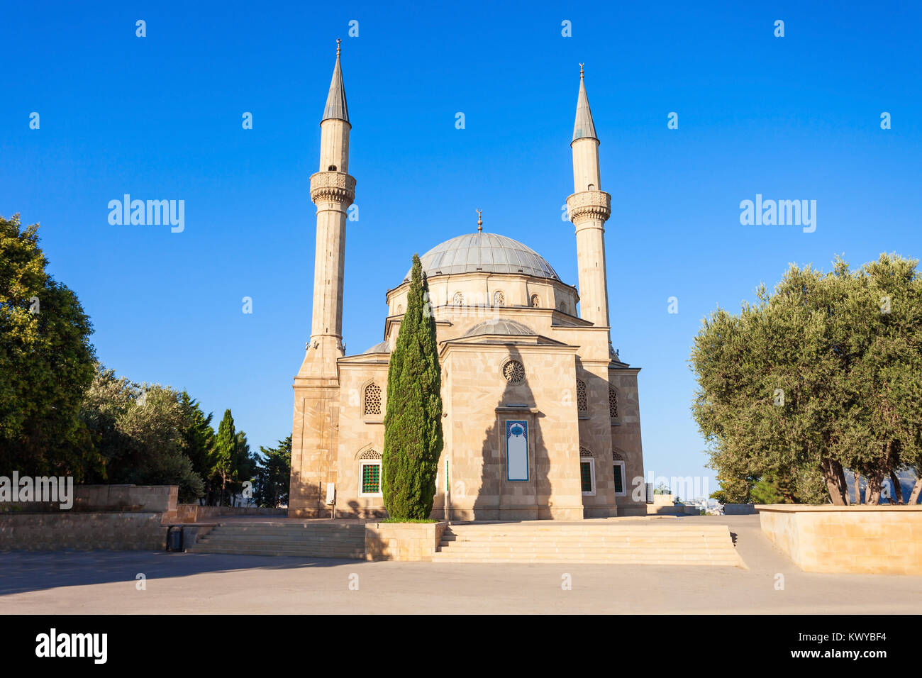 The Mosque of the Martyrs or Turkish Mosque is a mosque in Baku, Azerbaijan, near the Martyrs Lane Alley. Stock Photo