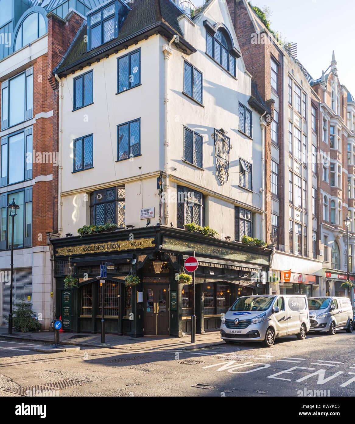 The Golden Lion pub in Dean Street, Soho, London, England, UK. - Stock Image