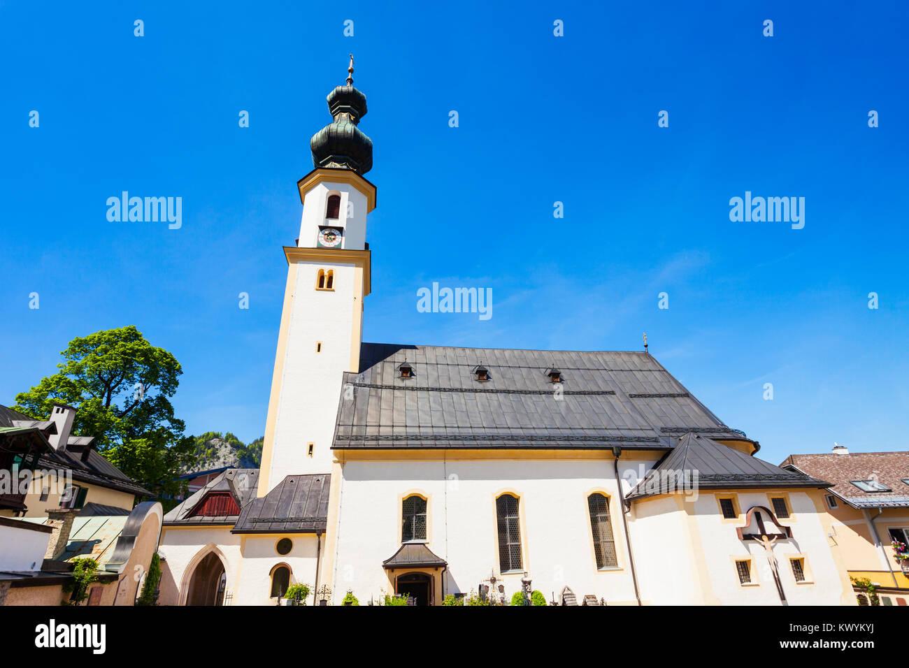 Parish Church of St. Aegydius (Pfarrkirche hl. Agydius Sankt Gilgen und Friedhof) in St Gilgen, Salzkammergut region - Stock Image