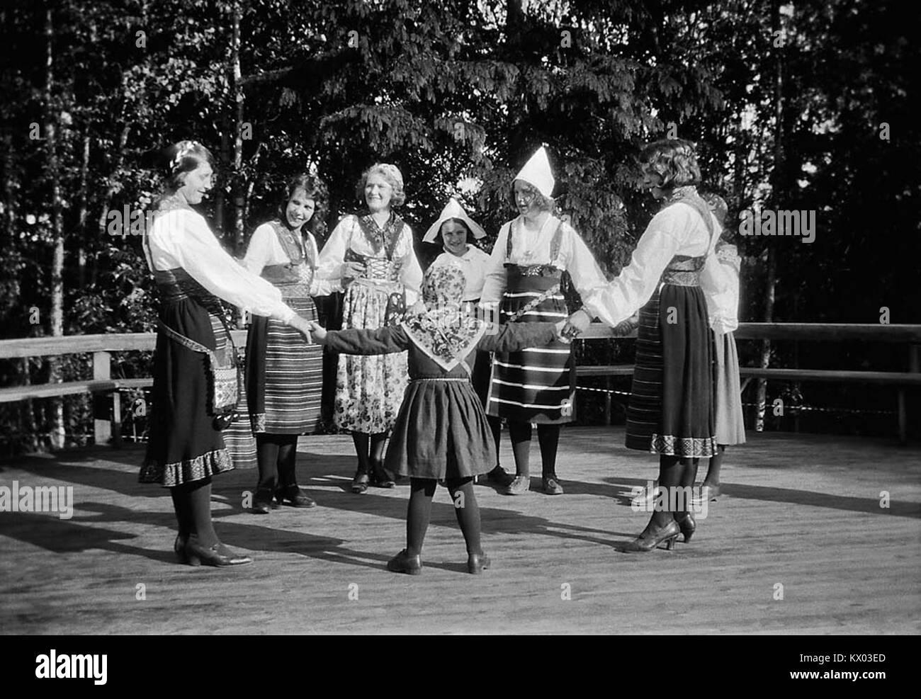 Midsummer dance, Rättvik, Dalarna, Sweden (7751476310) - Stock Image