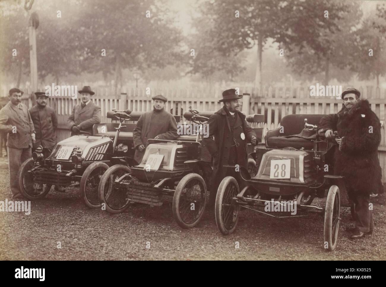 L'écurie Georges Richard, au Concours des Automobiles à Alcool (1901) (Collection Jules Beau. Photographie sportive) Stock Photo