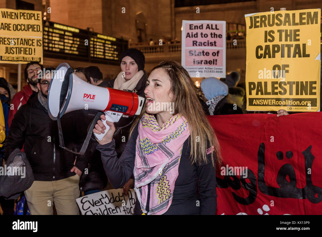 New York, United States. 05th Jan, 2018. Ariel Gold fron CodePink - Hundreds of New Yorkers joined Palestinian advocacy - Stock Image
