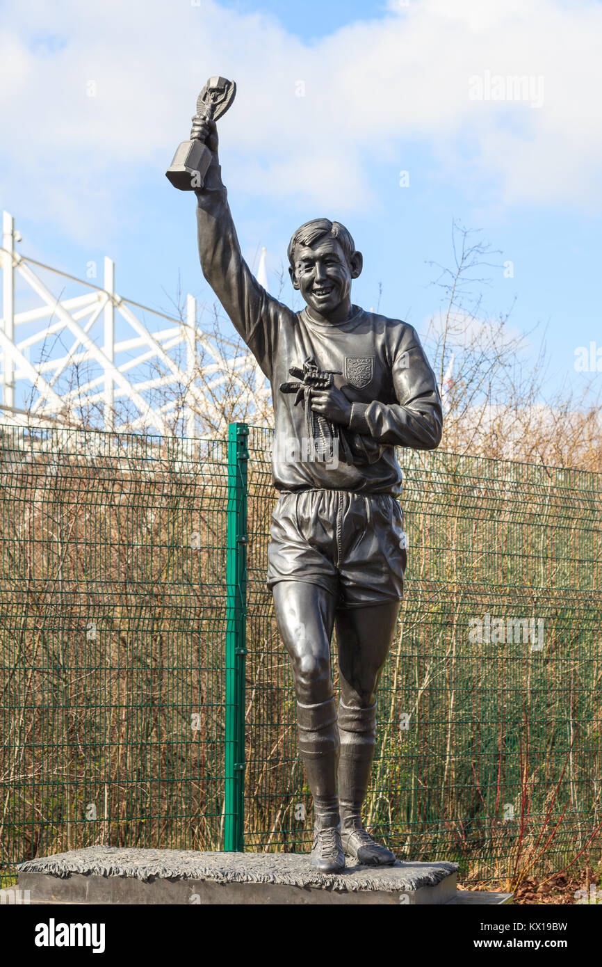A statue of Gordon Banks in Stoke-On-Trent, England..  It celebrates his role as goalkeeper in the 1966 England - Stock Image