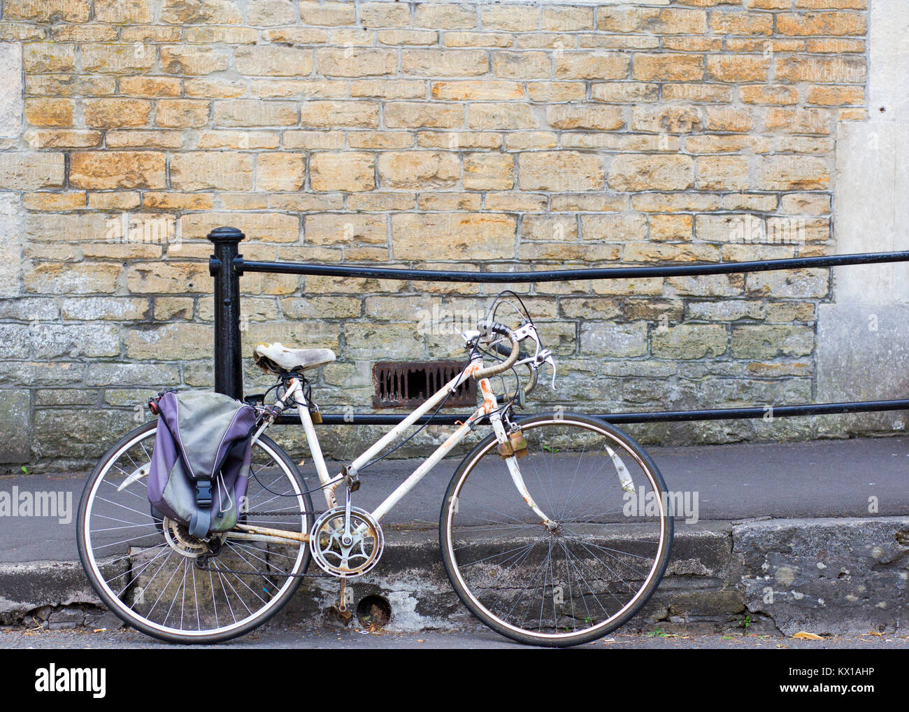 Cheap Street, is one of Frome's prettiest shopping streets. This historic medieval paved street holds a wide - Stock Image