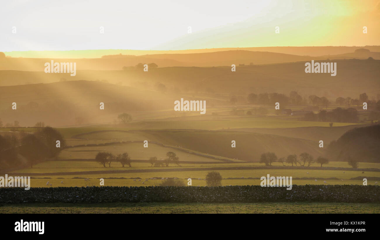 Peak District National Park, Derbyshire. 6th January, 2018. UK Weather: spectacular sunset along the A515 road between Buxton & Ashbourne in the Peak District National Park, Derbyshire Credit: Doug Blane/Alamy Live News Stock Photo