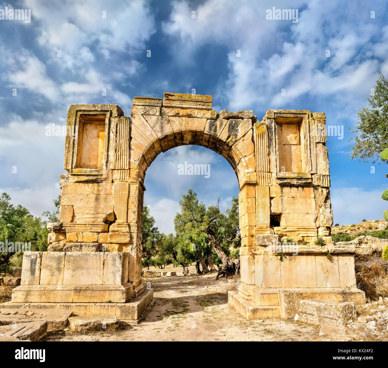 Arc of Emperor Severus Alexander at Dougga. UNESCO heritage site in Tunisia - Stock Image