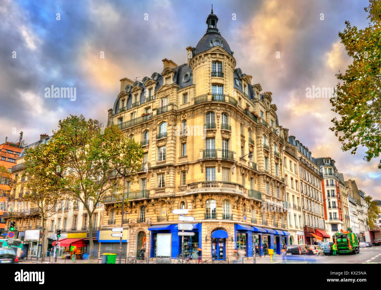 Typical buildings in Paris, France - Stock Image