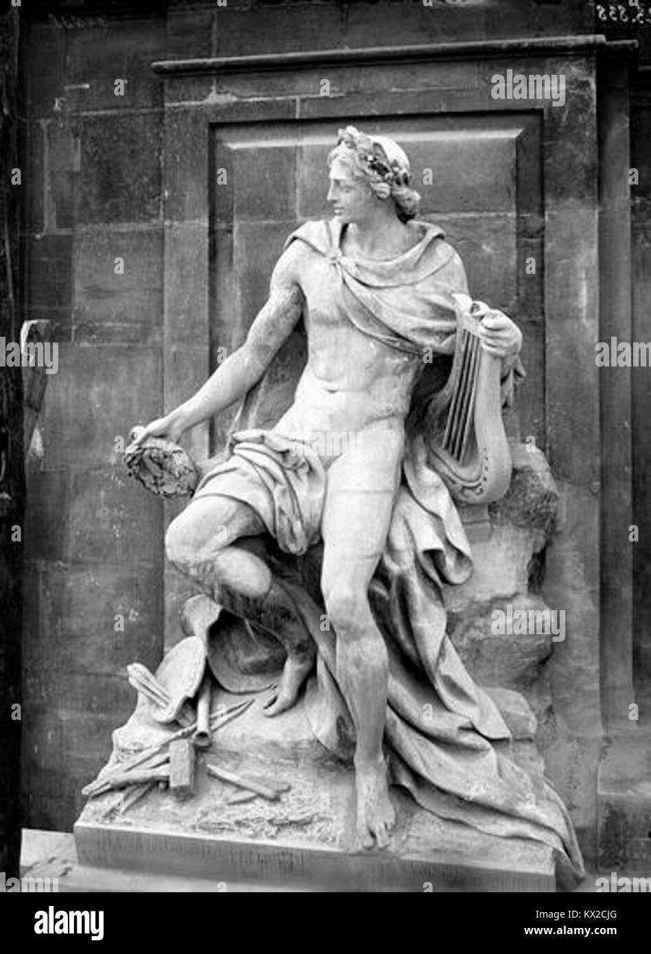 Domaine national du Palais-Royal - Cour d'honneur, statue d'Appollon ou Beaux-arts - Paris - Médiathèque - Stock Image