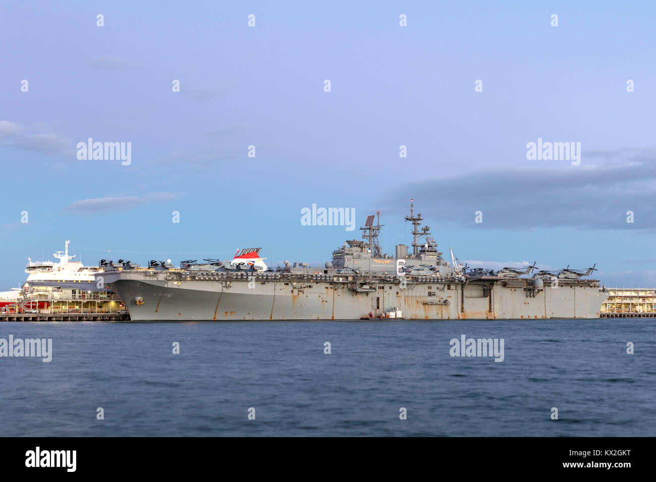 USS Bonhomme Richard (LHD-6) Wasp-class amphibious assault ship of the United States Navy docked at Station Pi Stock Photo
