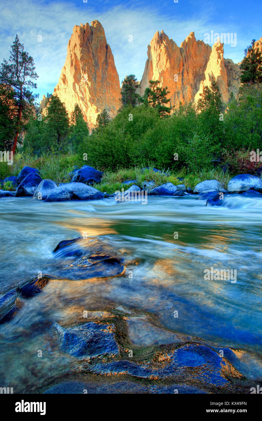 The Crooked River Flowing Through Smith Rock State Park Outside Terrebonne Oregon Stock Photo