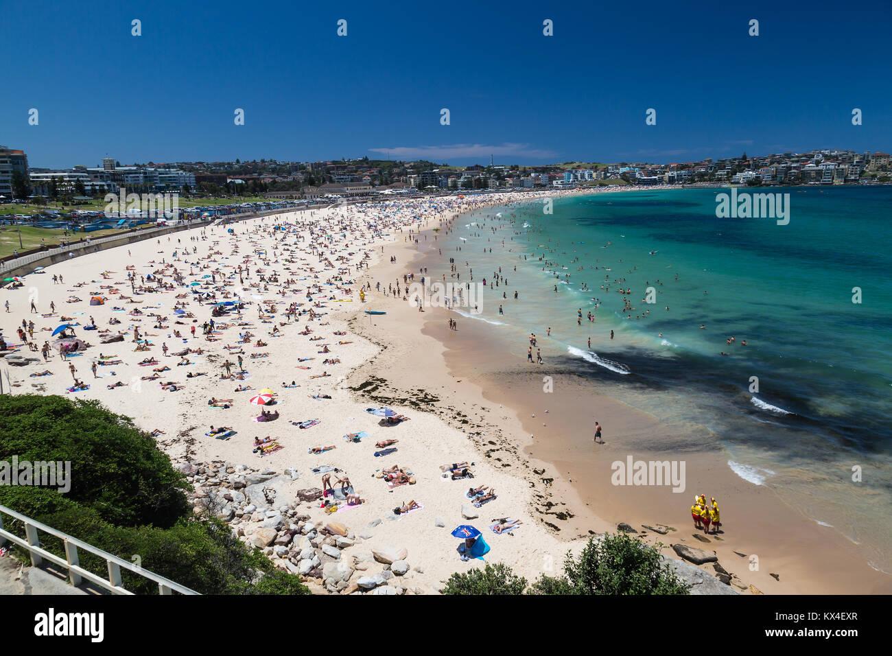 Crowds on Bondi Beach, Sydney, Australia. - Stock Image