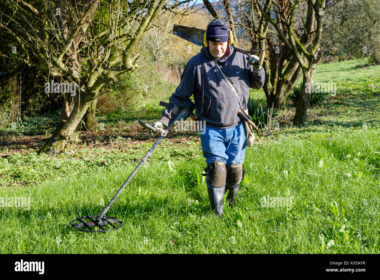 Jew Detector: Male Metal Detecting Stock Photos & Male Metal Detecting