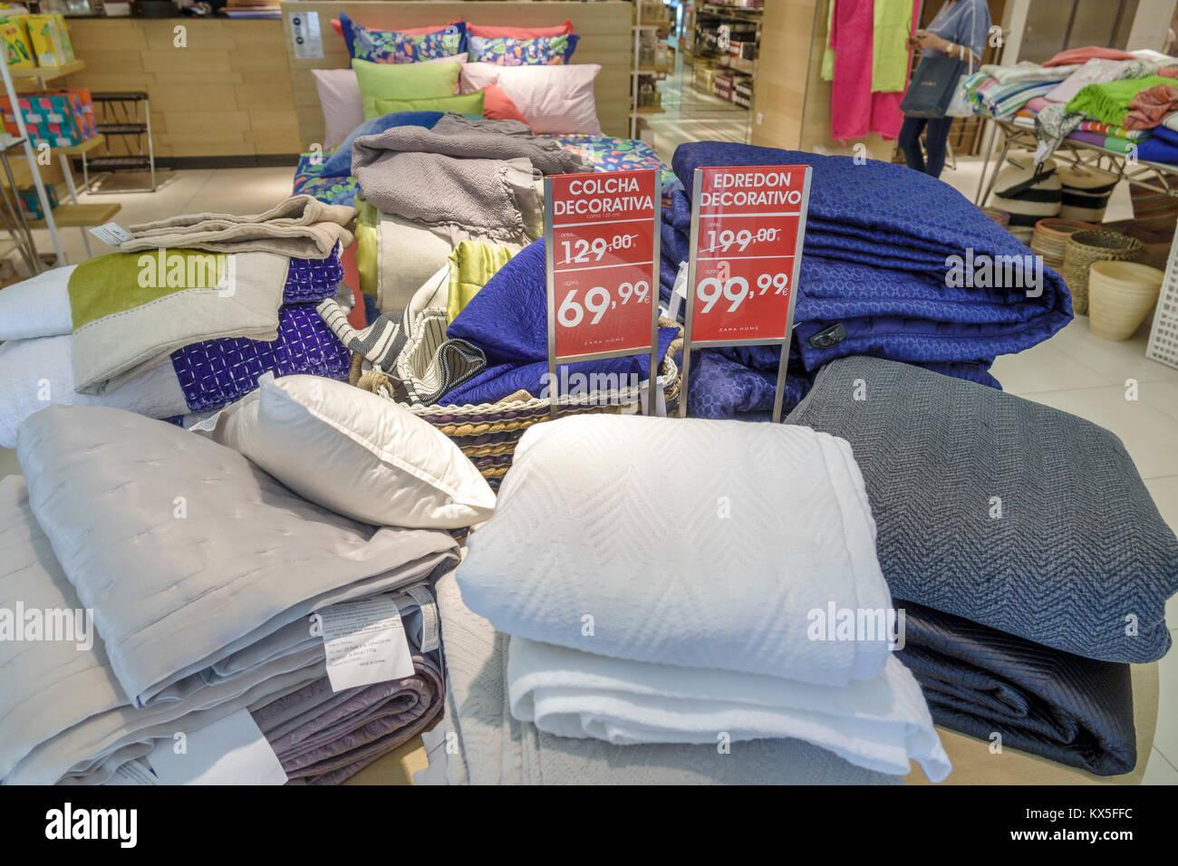 Fundas De Edredon Zara Home.Zara Home Stock Photos Zara Home Stock Images Alamy