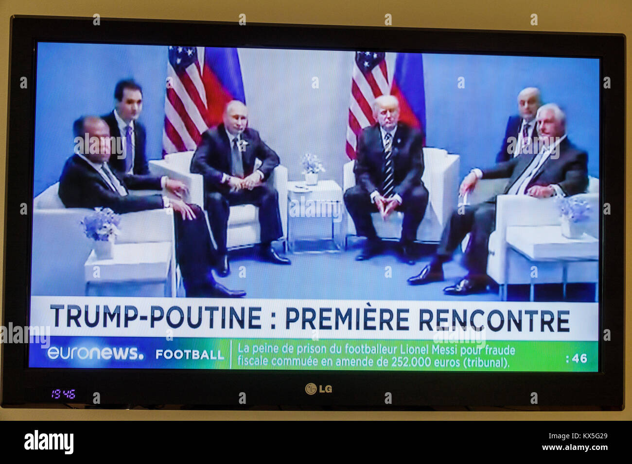 Porto Portugal television screen tv monitor flat panel euronews program headline G20 summit Hamburg breaking news - Stock Image