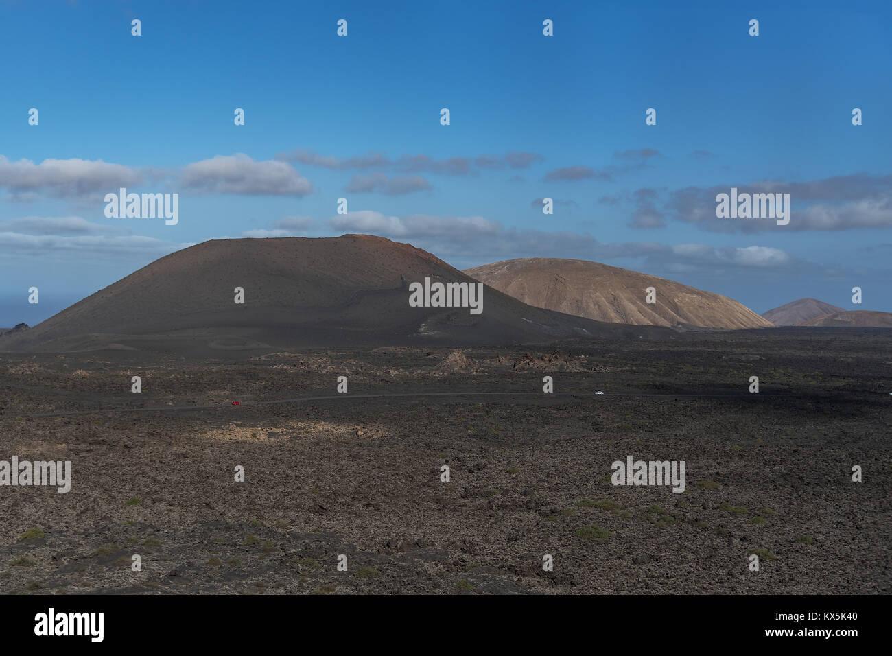 Der Nationalpark Timanfaya auf Lanzarote mit den Feuerbergen in unterschiedlichsten Farben - Stock Image