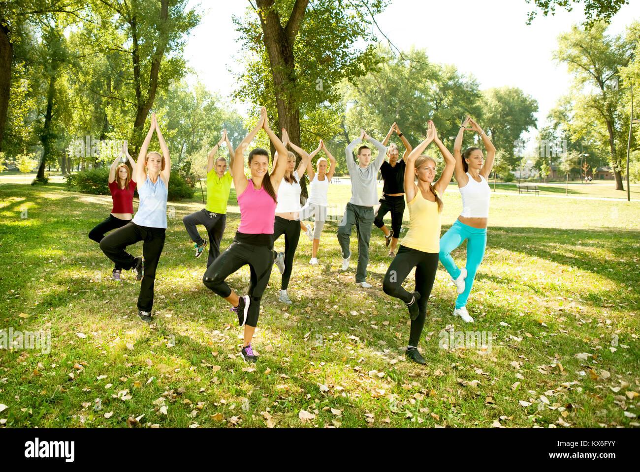 Persone Nude Che Fanno Yoga