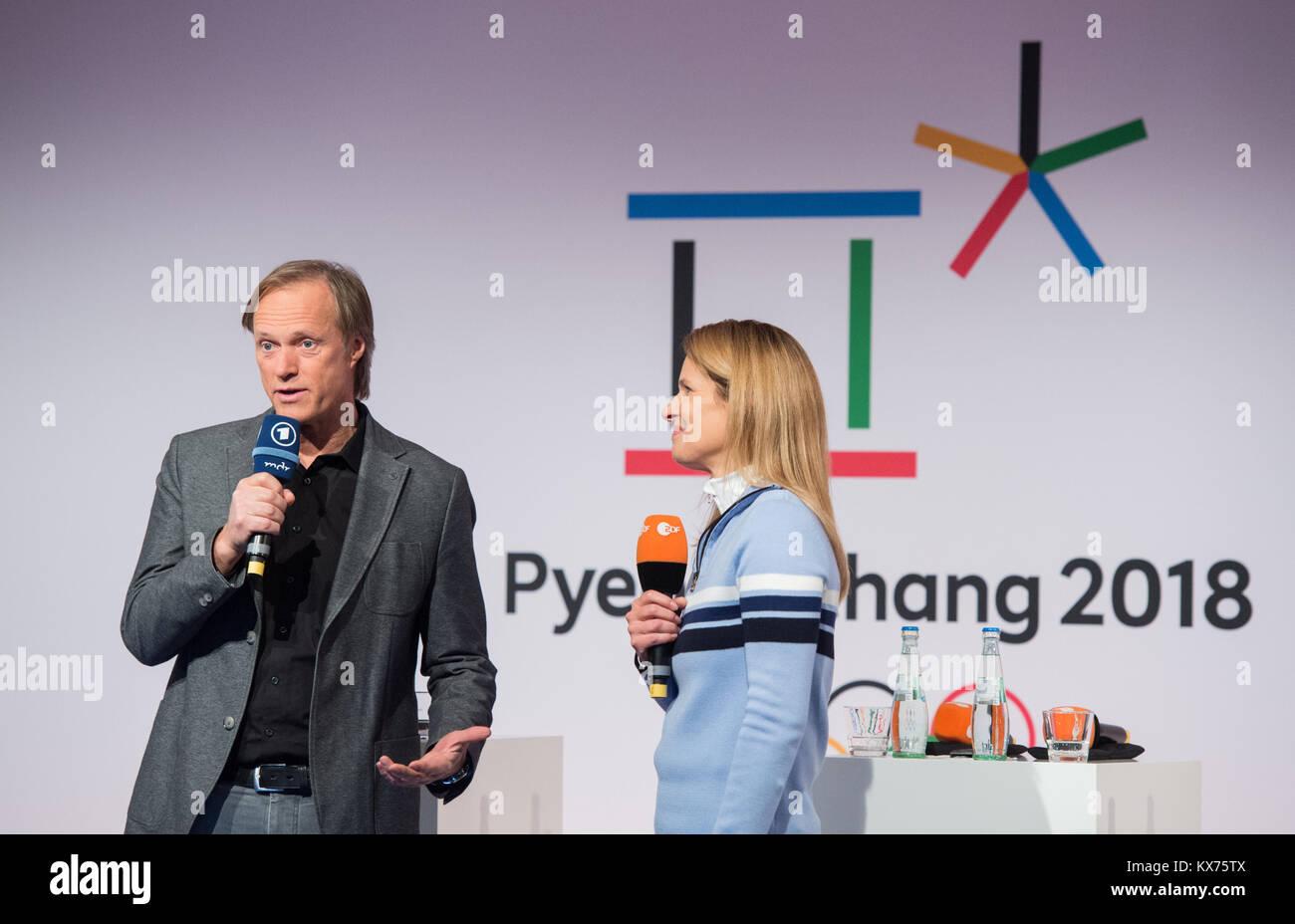 vl: Gerhard DELLING (ARD Moderator Olympia Live) und Katrin MUELLER-HOHENSTEIN (ZDF Moderatorin Live Olympia). ARD Stock Photo