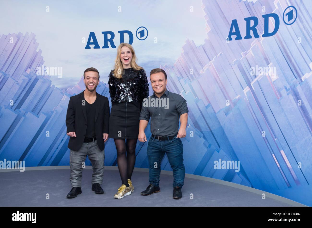 Berlin, Deutschland. 12th Dec, 2017. vl: Mathias MESTER (ARD Paralympics-Experte), Stefanie MUELLER-SPIRRA (ARD Stock Photo