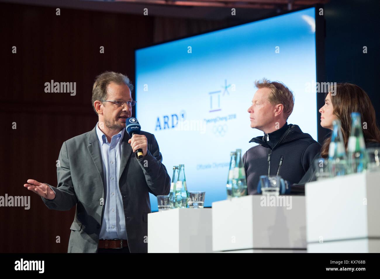 vl: Hajo SEPPELT (ARD Doping-Experte), Dieter THOMA (ARD Skisprung-Experte) und Katarina WITT (ARD Olympia-Expertin) Stock Photo