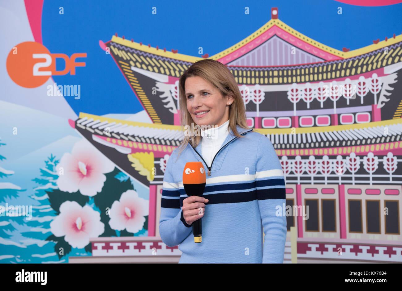 Berlin, Deutschland. 12th Dec, 2017. Katrin MUELLER-HOHENSTEIN (ZDF Moderatorin Live Olympia) ARD- /ZDF - Olympia Stock Photo
