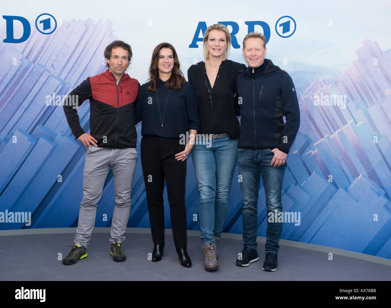 vl: Peter SCHLIECKENRIEDER (ARD Skilanglauf-Experte), Katarina WITT (ARD Olympia-Expertin), Maria HOEFL-RIESCH (ARD Stock Photo