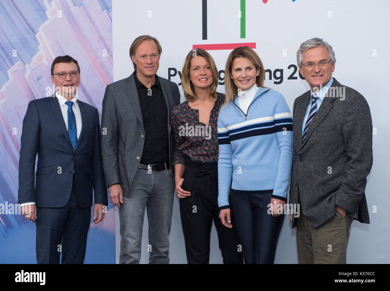 Berlin, Deutschland. 12th Dec, 2017. vl: Volker HERRES (ARD, Programmdirektor), Gerhard DELLING (ARD Moderator Olympia Stock Photo