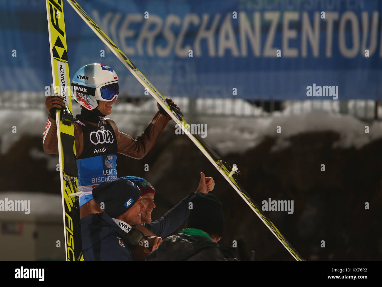 Bischofshofen, Austria. 06th, Jan, 2018. Poland's Kamil Stoch (center) celebrates victory in the FIS Nordic - Stock Image
