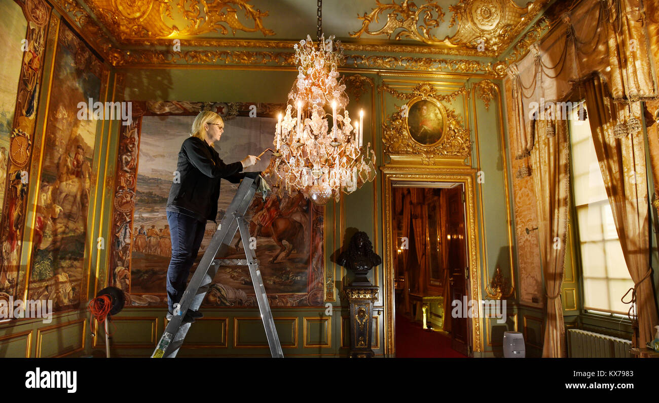 Woodstock, Oxfordshire, UK. 08th Jan, 2018. Palace cleaners  conducting their annual deep clean at Winston Churchill's - Stock Image